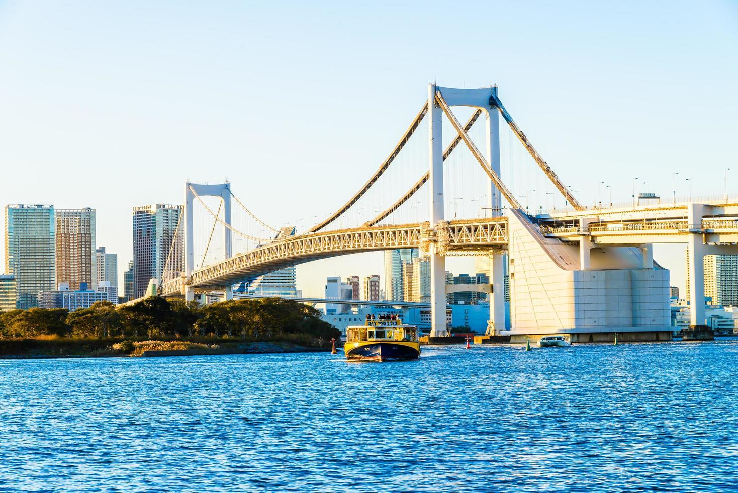 Regenbogenbrücke in der Tokio-Stadt bei Japan foto