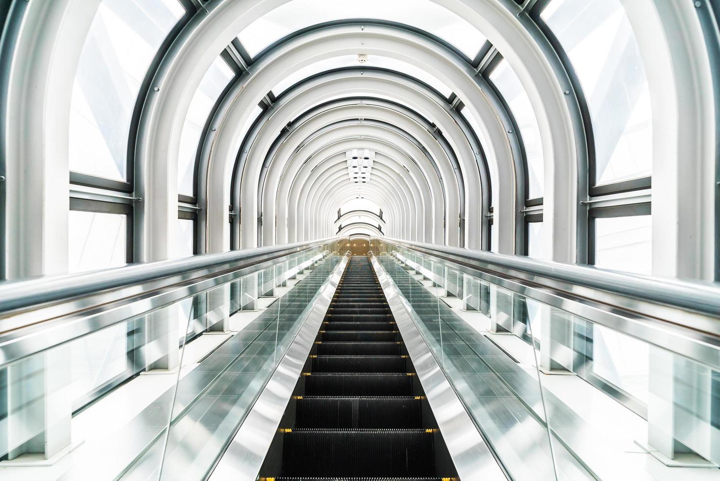 Rolltreppe am schwimmenden Gartenobservatorium in Osaka, Japan foto