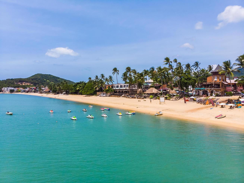 Luftaufnahme eines schönen tropischen Strandes foto