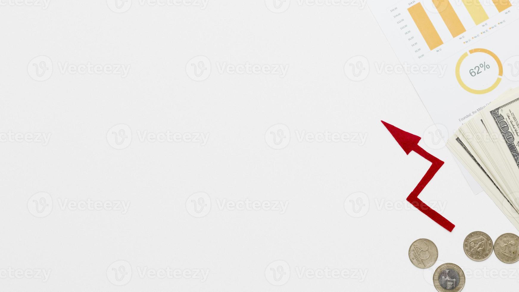 Wachstumsökonomie mit Münzkonzept auf weißem Hintergrund foto