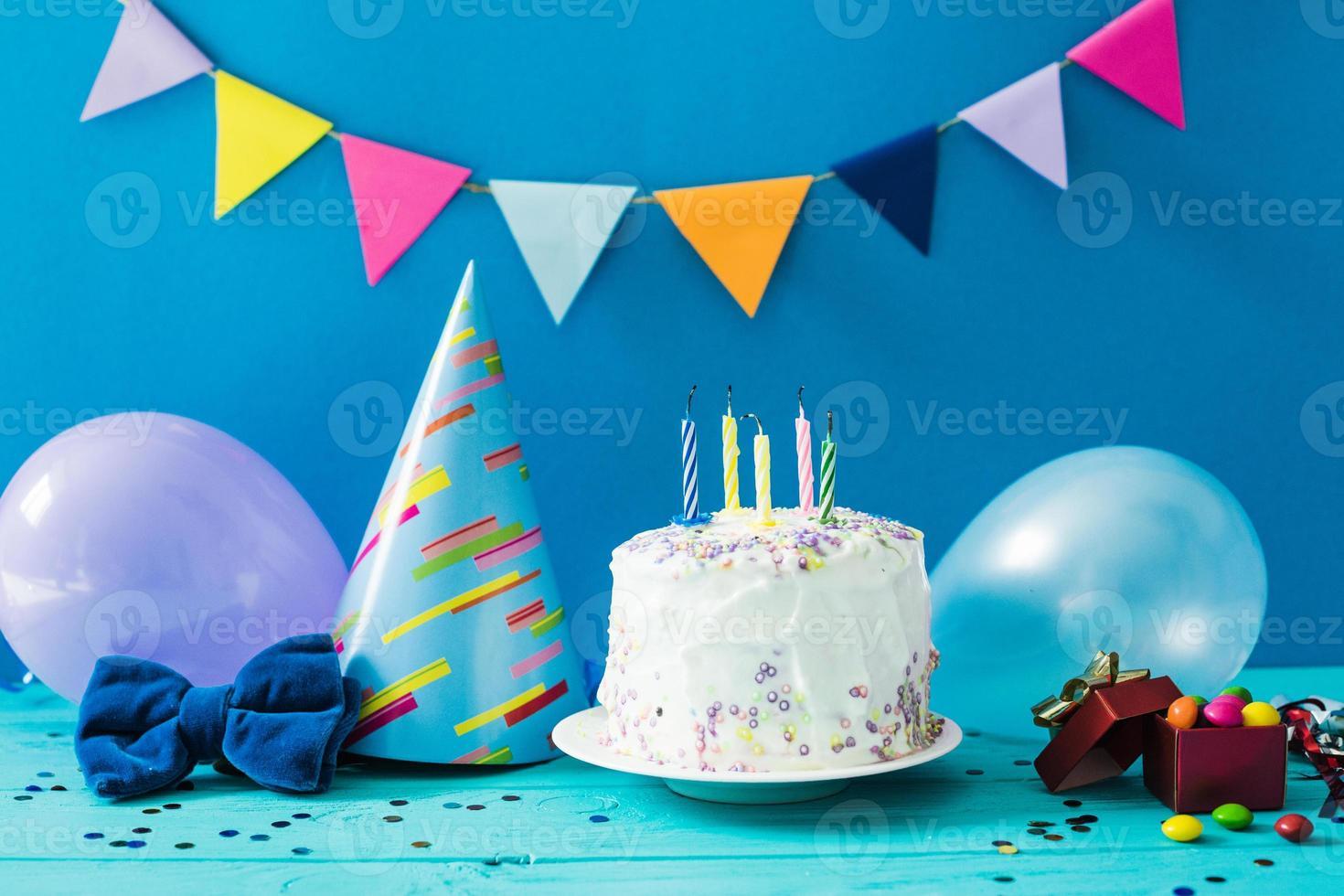hausgemachte Dessert Party Zeug auf blauem Hintergrund foto