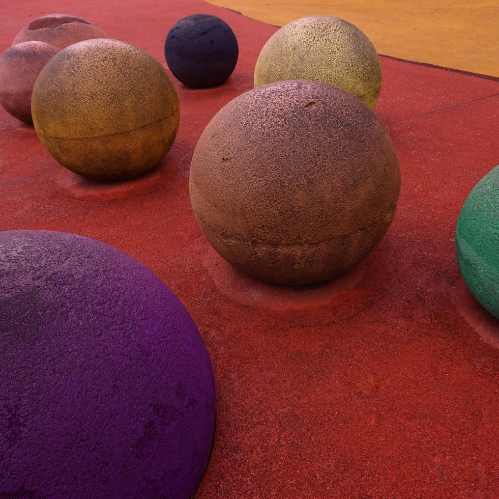 bunte Bälle auf dem Spielplatz foto