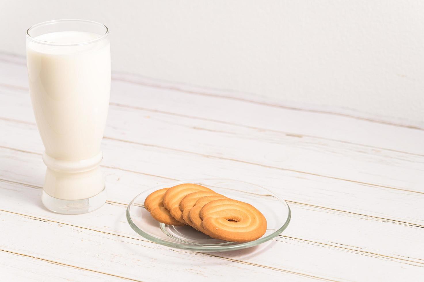 Weltmilchtag, Milch trinken und Kekse essen, gesundes Frühstück foto