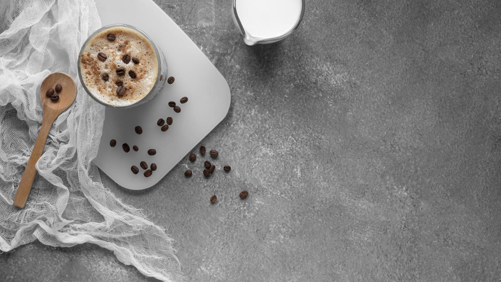 Kaffee auf dem Tisch foto