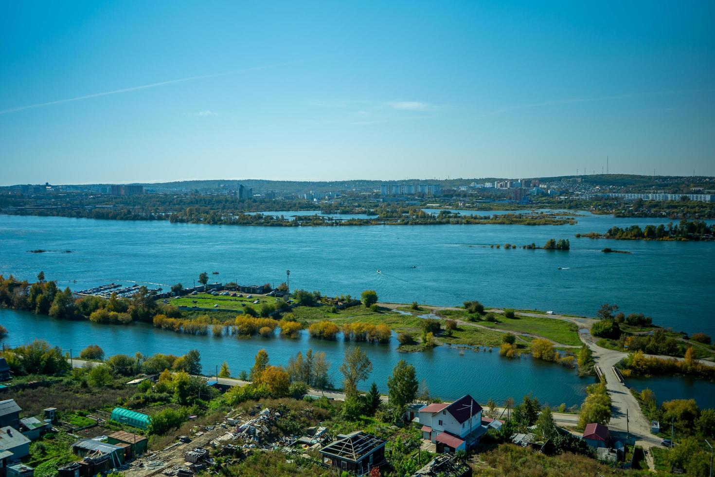 Luftaufnahme des Flusses Angara. irkutsk, russland foto