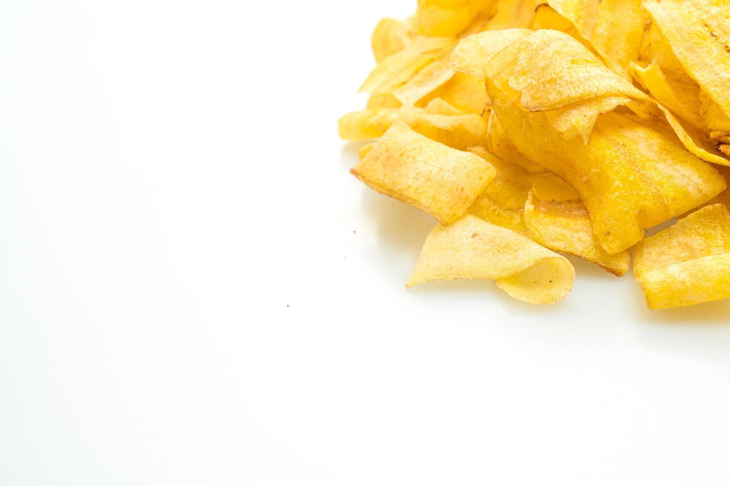 Bananenchips auf weißem Hintergrund foto