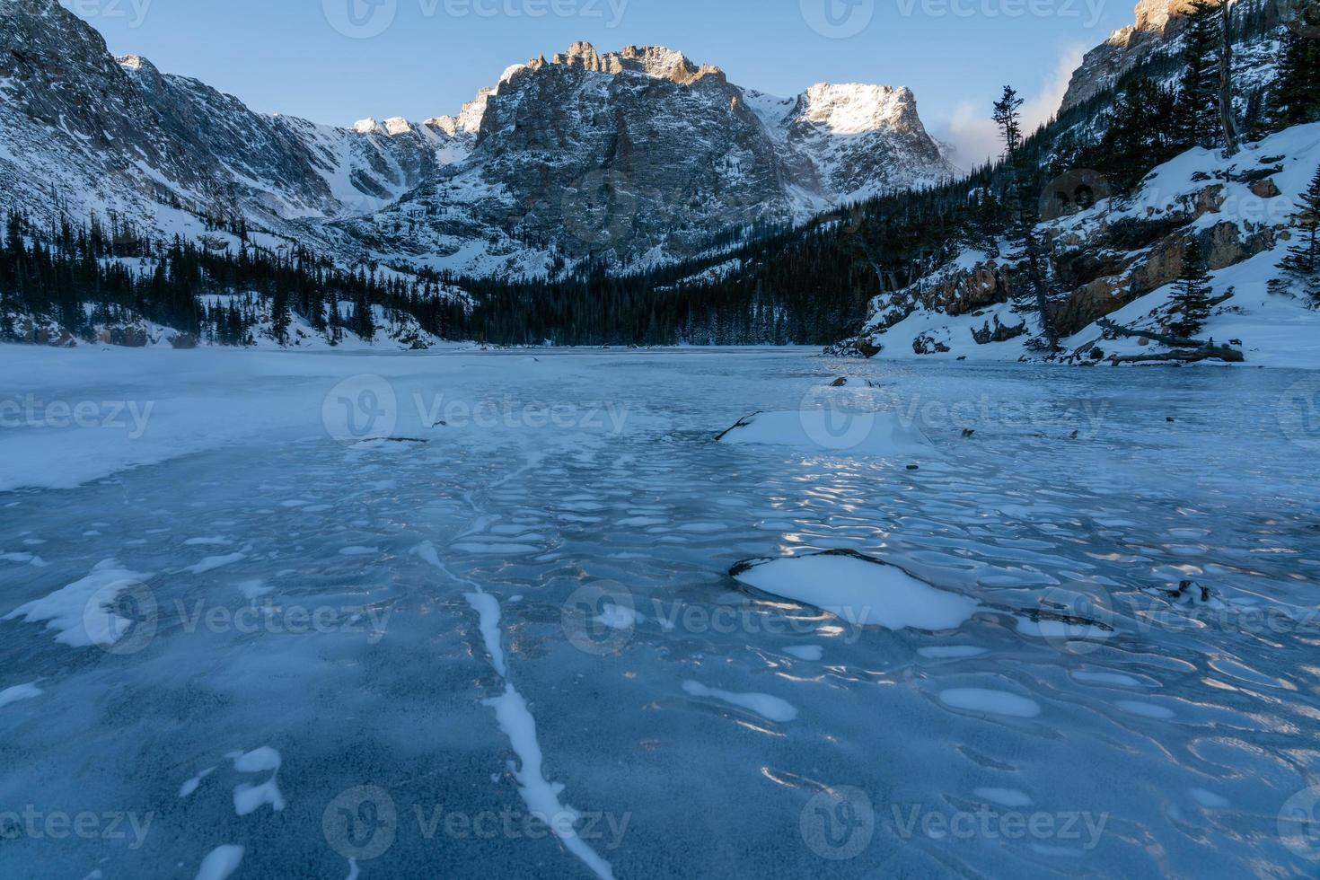 Der See im Winter - Rocky Mountain National Park foto