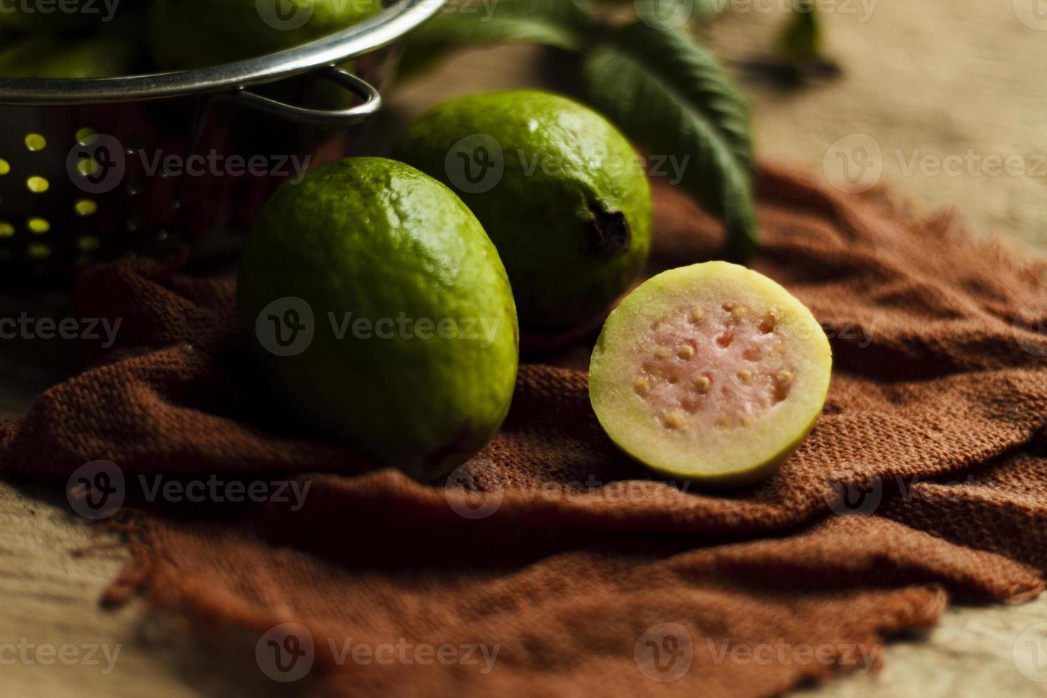 Nahaufnahme von Guavenfrüchten foto