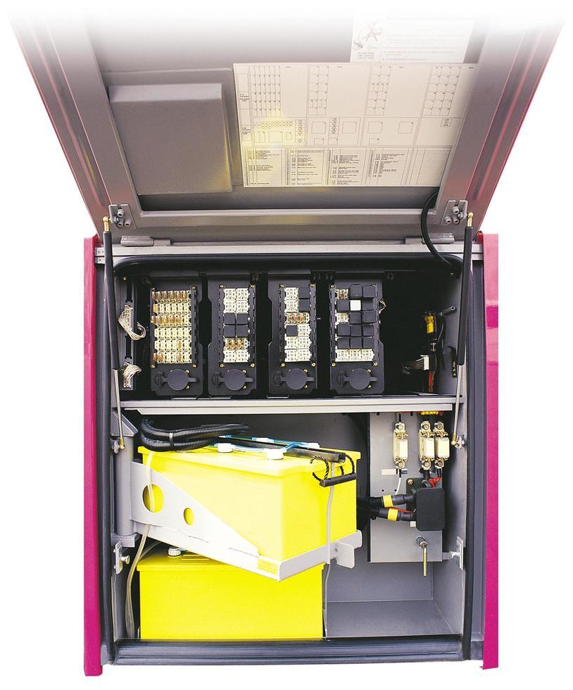 Überlandbusabteil mit Akku, Sicherung und Elektronikbox foto