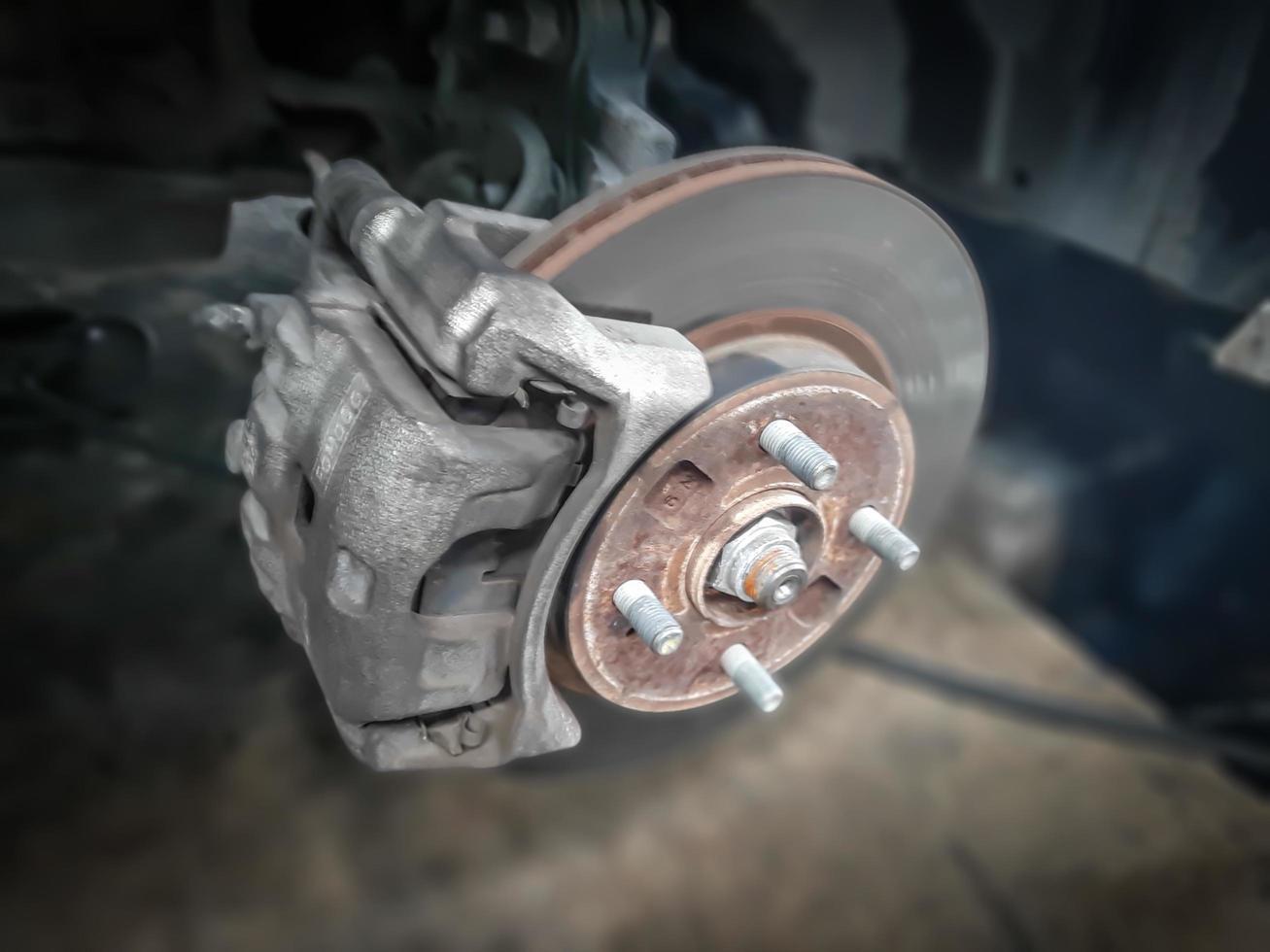 Auto Rad abnehmen Show-Trommelbremsen-Baugruppe. Reifen wechseln. foto