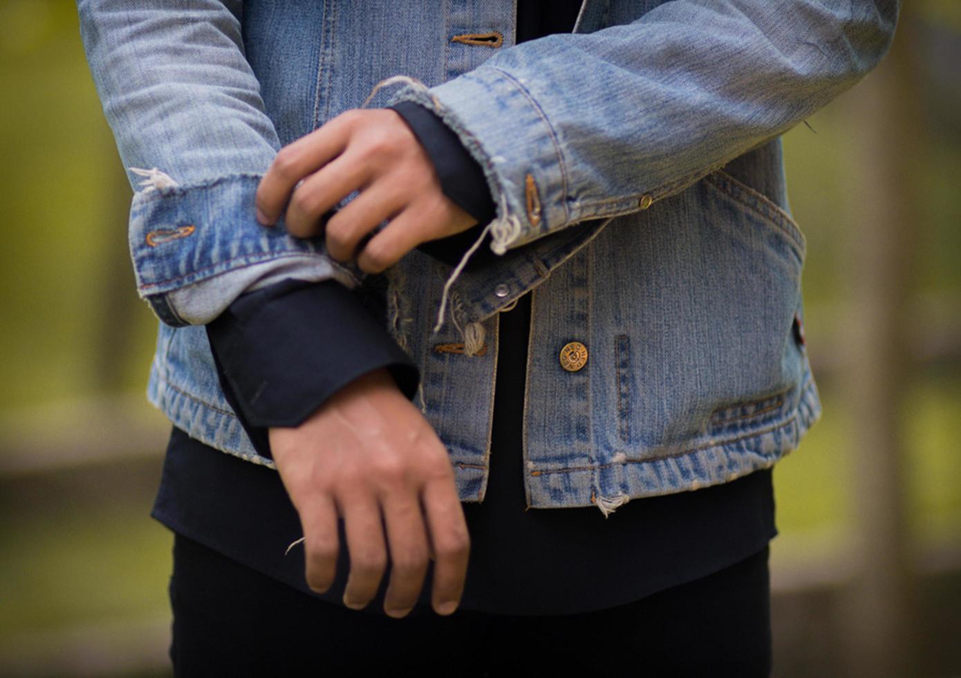 Hand-Jeans-Mann-Porträt foto