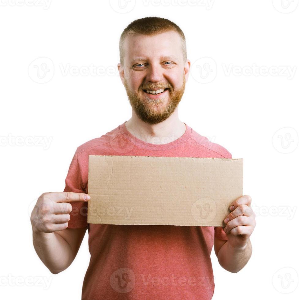 lustiger Mann zeigt mit dem Finger auf den Teller foto