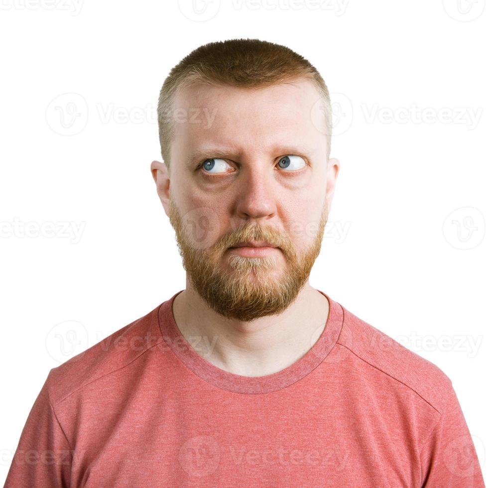 Mann, der die Augen von sich selbst wegschaut foto