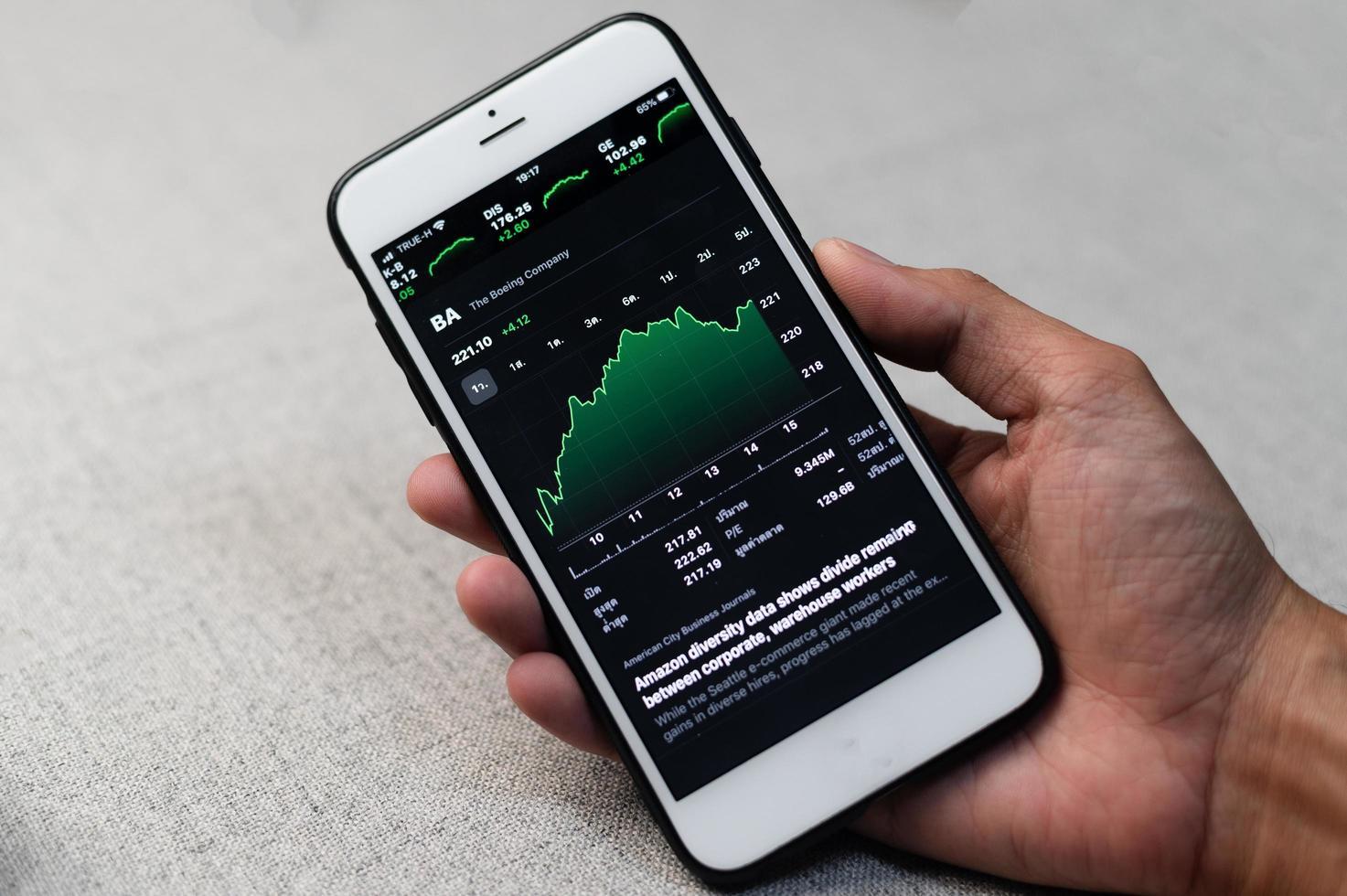 Graph Handel Forex Geschäftsinvestitionen auf dem Bildschirm Handy foto