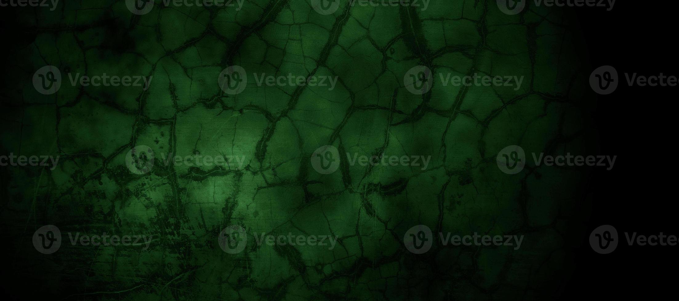 gruselige dunkelgrüne neblige rissige Wand für den Hintergrund foto