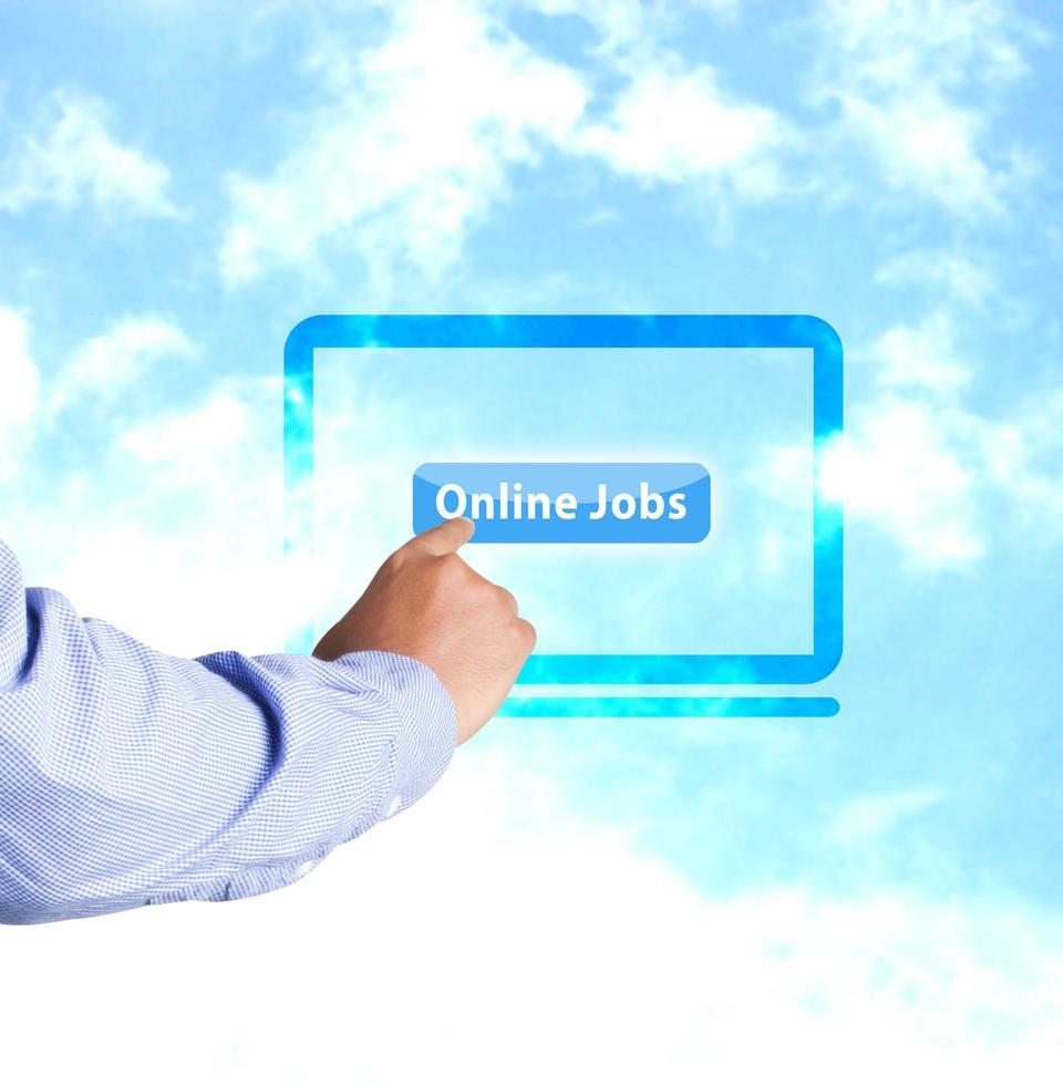 Hand drücken der Online-Jobs-Taste foto
