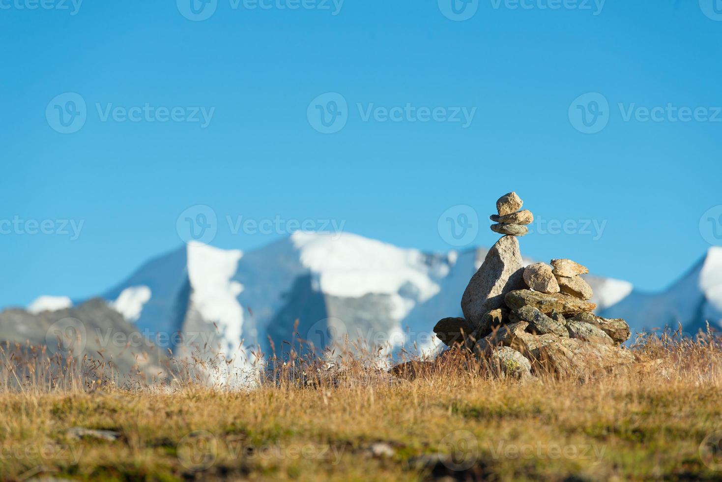 Markierung des richtigen Weges im Hochgebirge foto