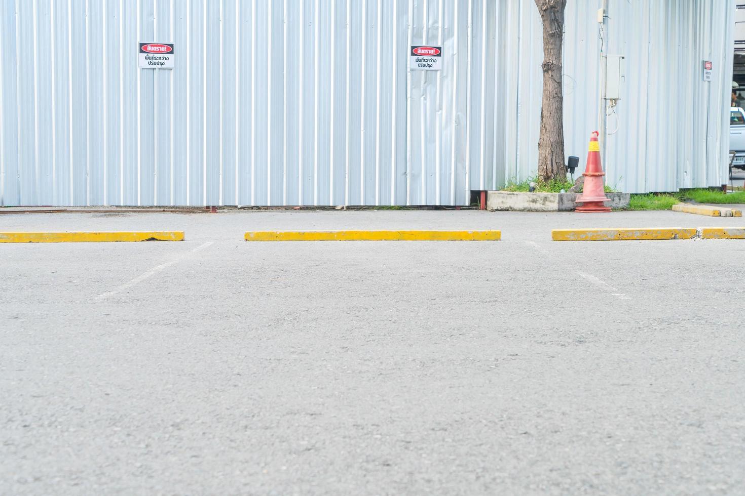 leeres parkendes auto für hintergrund foto