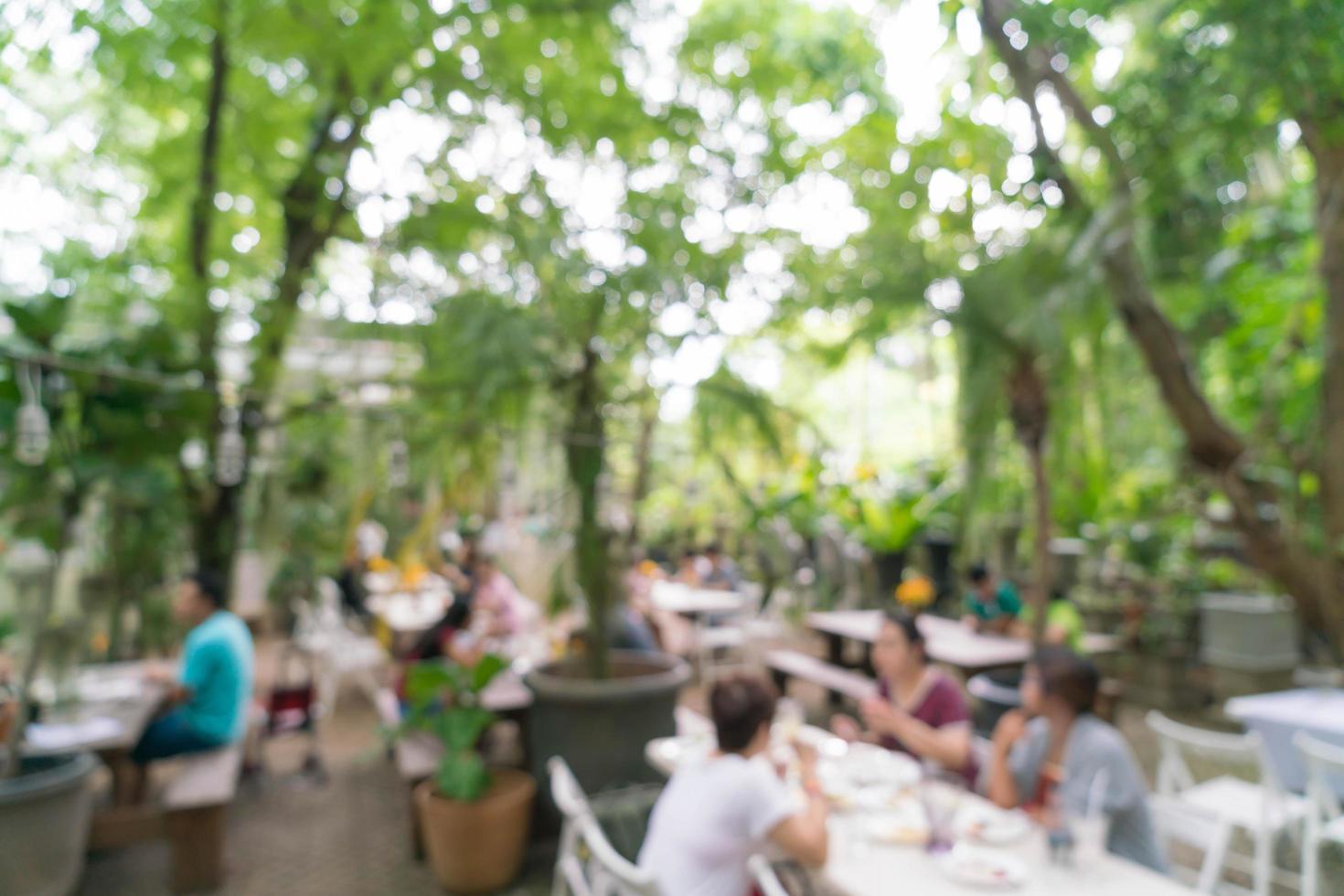 abstrakte Unschärfe Menschen im Restaurant im Freien für den Hintergrund foto