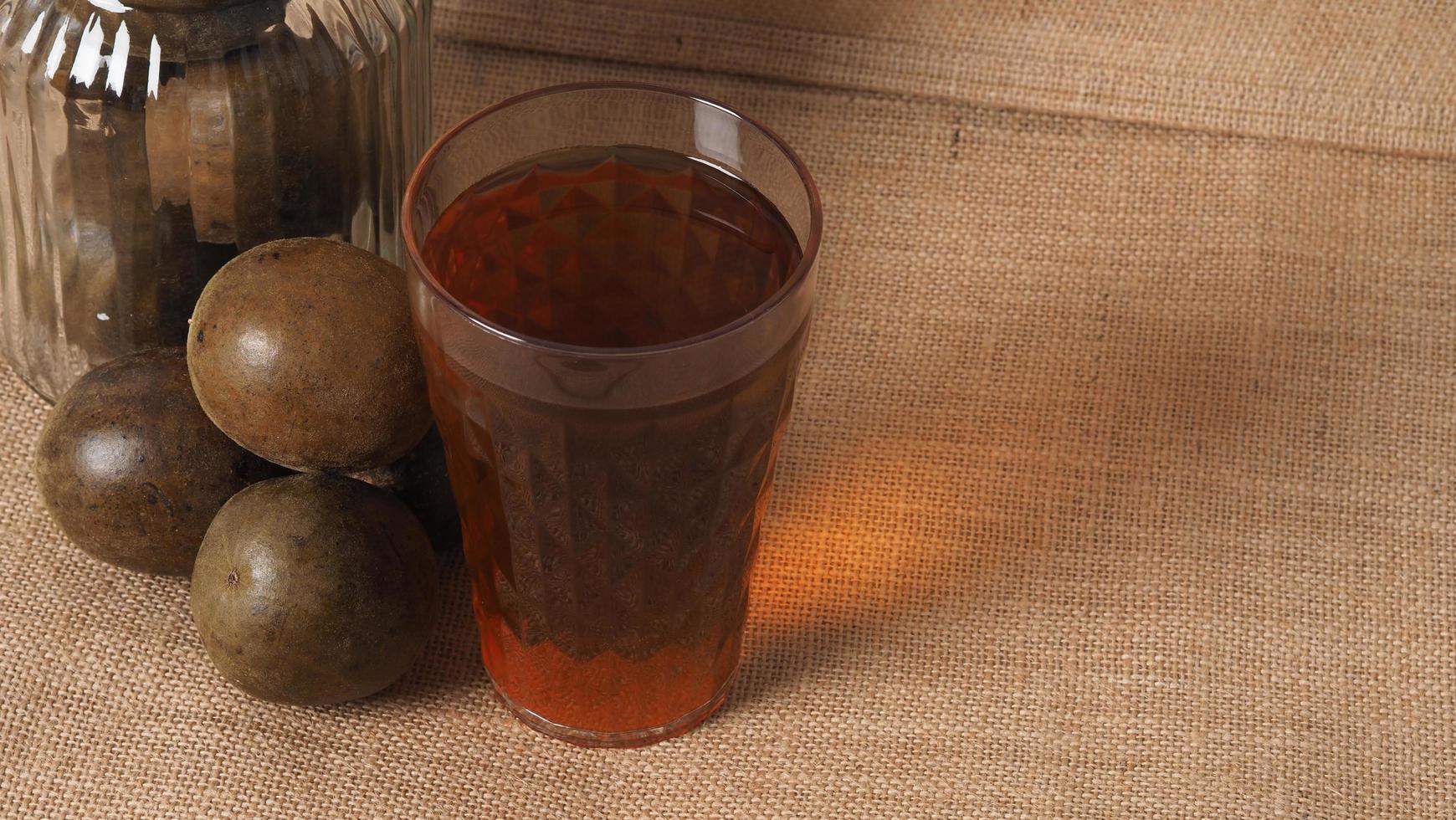 Mönchsfrucht oder Luo Han Guo. getrocknete Früchte für gesundes Süßungsmittelgetränk. foto