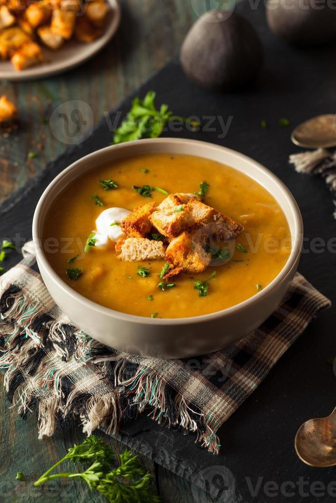 hausgemachte heiße Butternusskürbissuppe foto