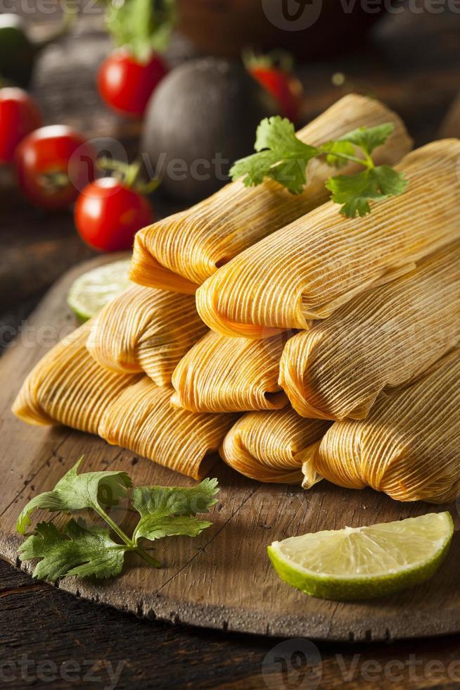 hausgemachte Mais und Hühnchen Tamales foto