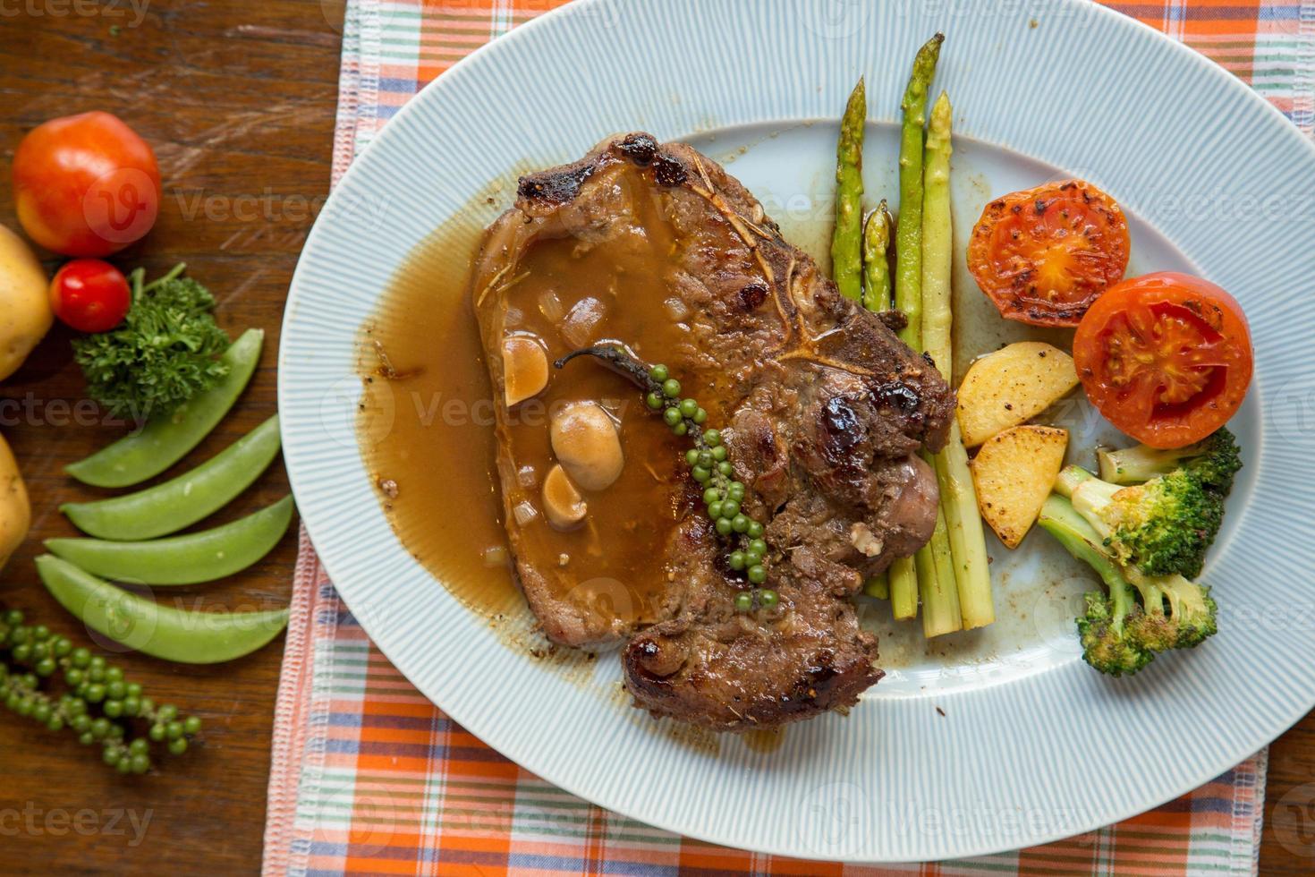 Gegrilltes T-Bone-Steak foto