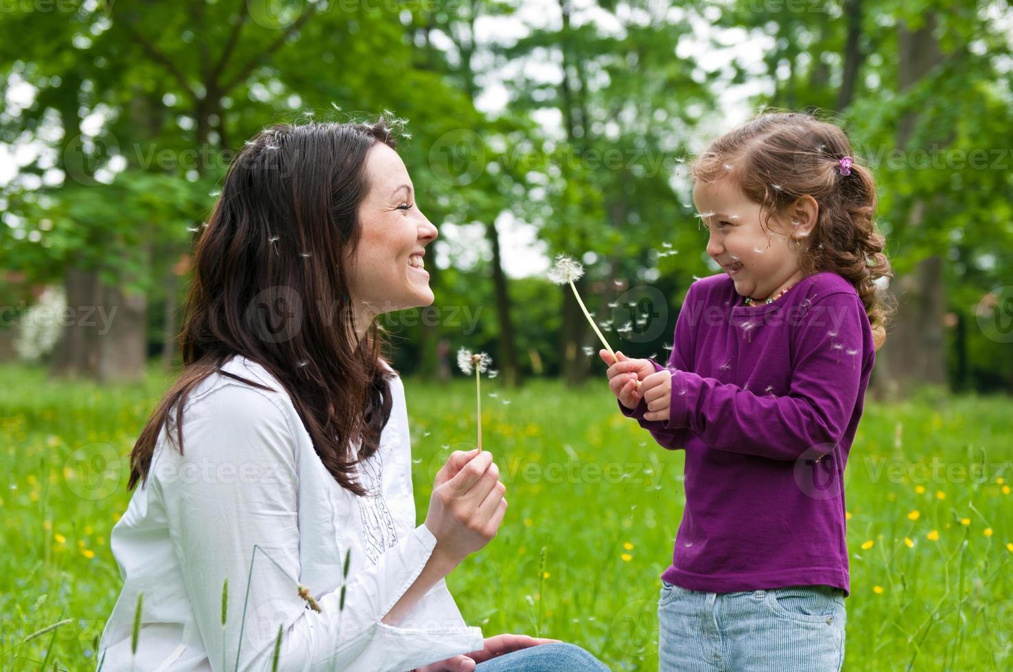 glückliche Lebenszeit - Mutter mit Kind foto