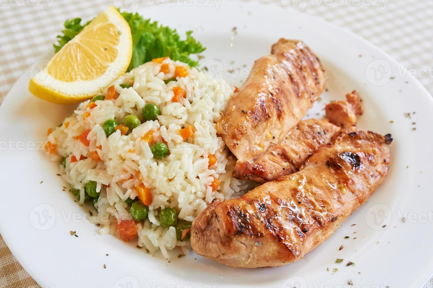 Hühnerbrust mit weißem Reis foto
