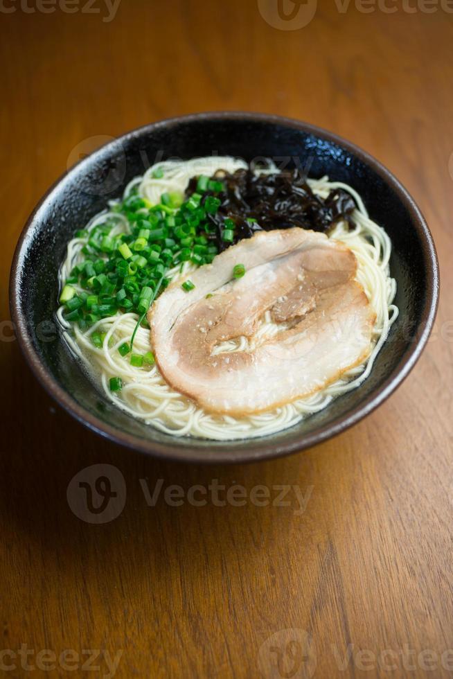 japanische küche hakata tonkotsu ramen foto
