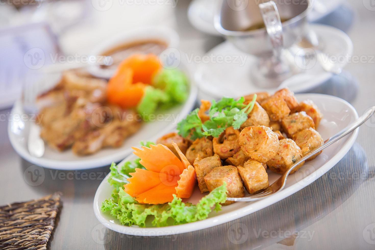 Gebratene Krabbenrolle mit Tofu foto