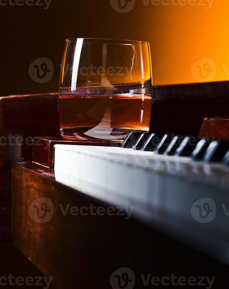 Glas mit Whisky foto