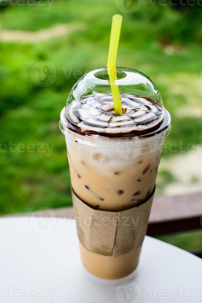Vogelperspektive von Eiskaffee mit Sahne foto
