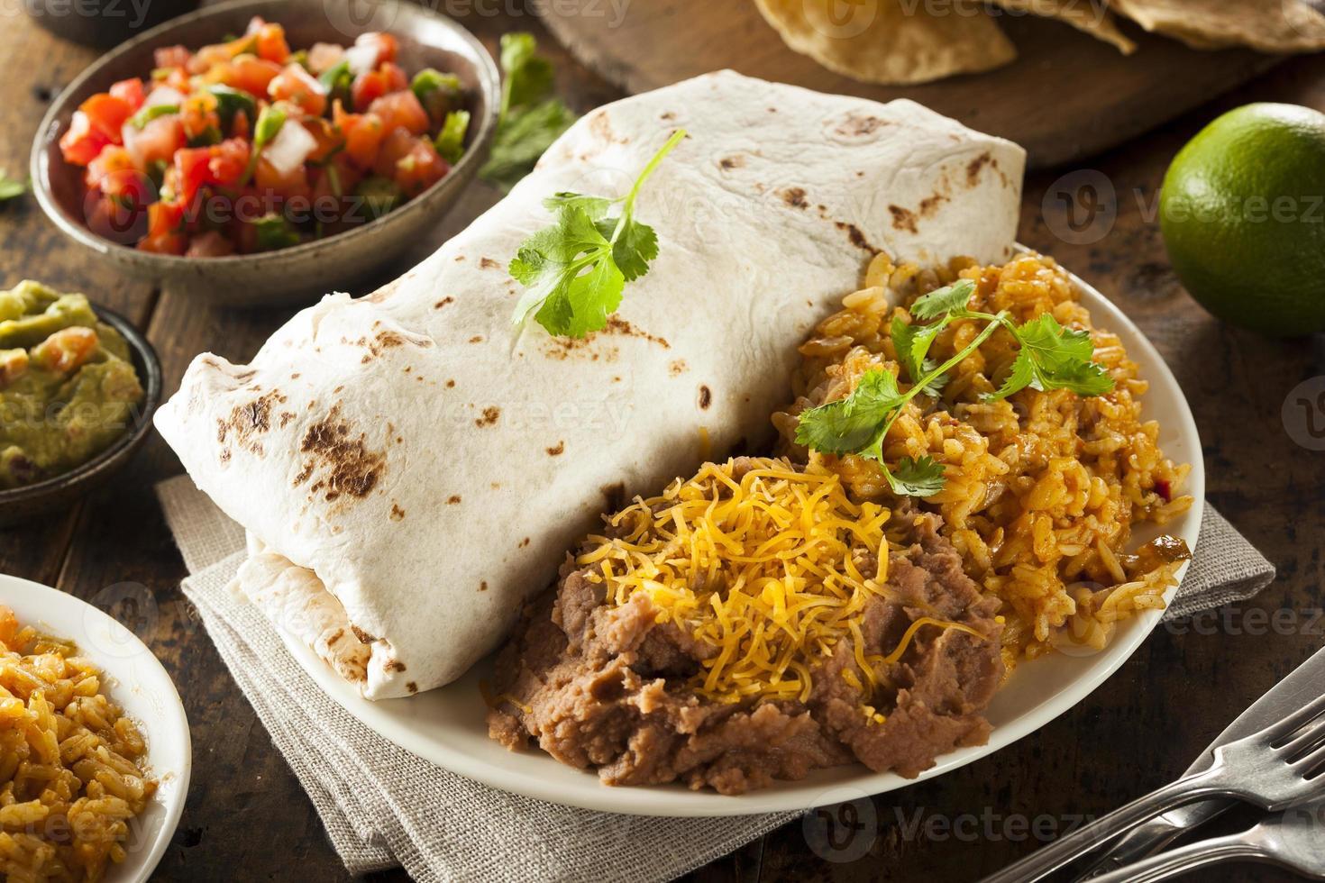hausgemachter Riesenrindfleisch-Burrito foto