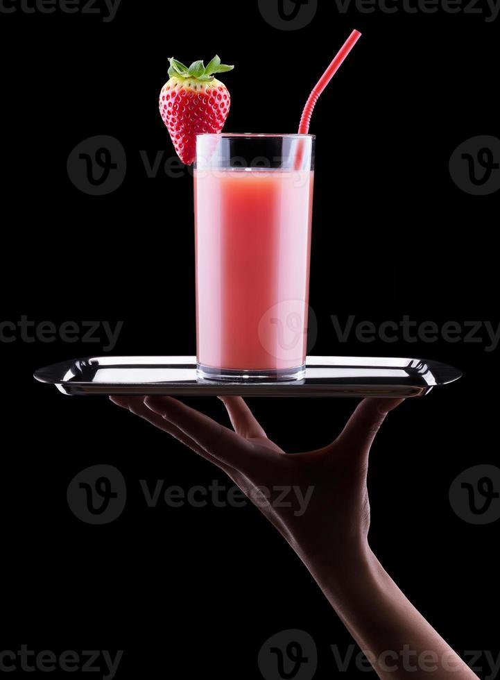 leckere Sommerfrüchte mit Saft im Glas foto