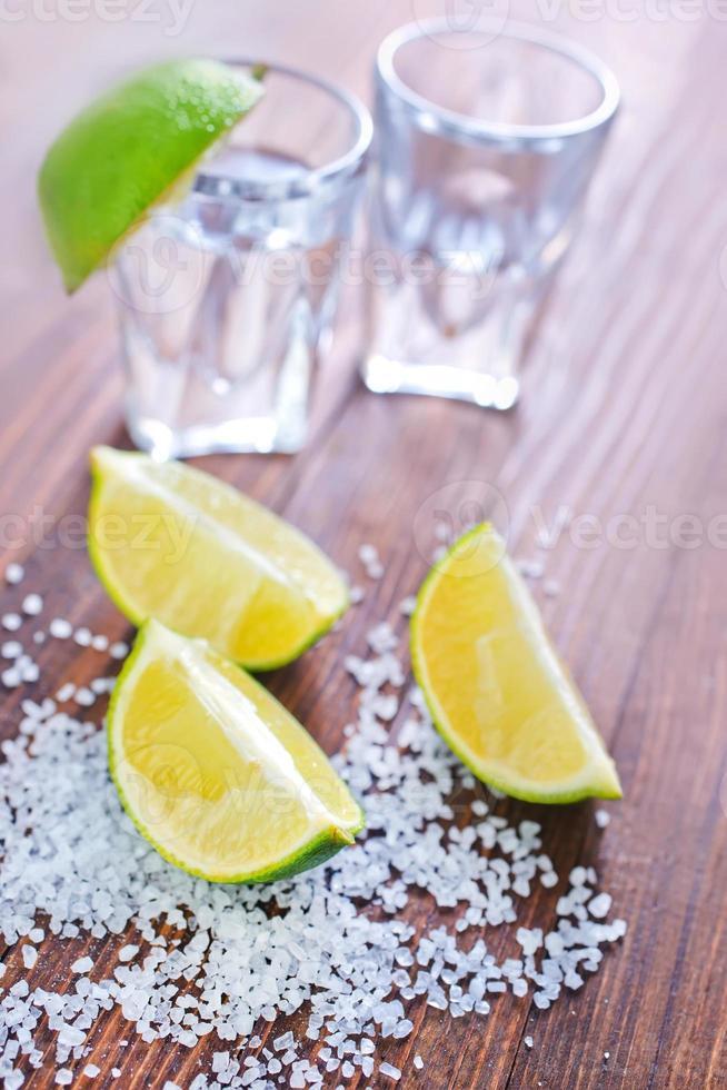 Limetten und Salz für Tequila foto
