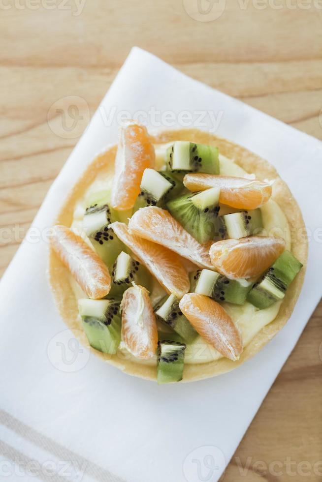 Torte mit Mandarine und Kiwi foto