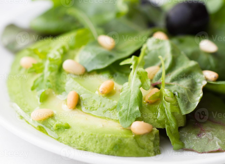 grüner Salat mit Avocado foto