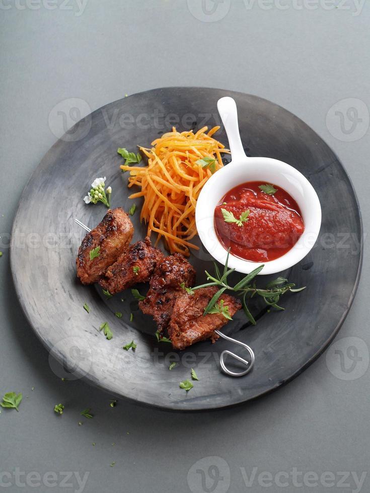 gegrilltes Fleisch (Kebab) foto