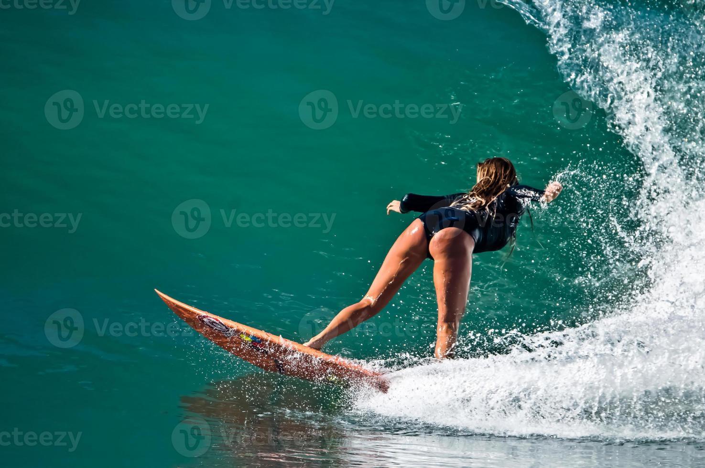 eine Welle surfen foto