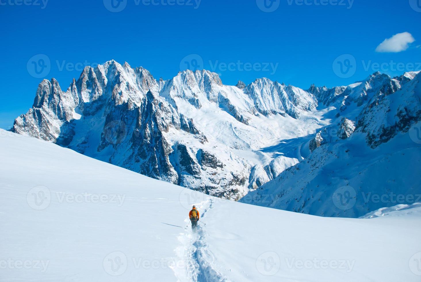 Wanderer in Winterbergen foto