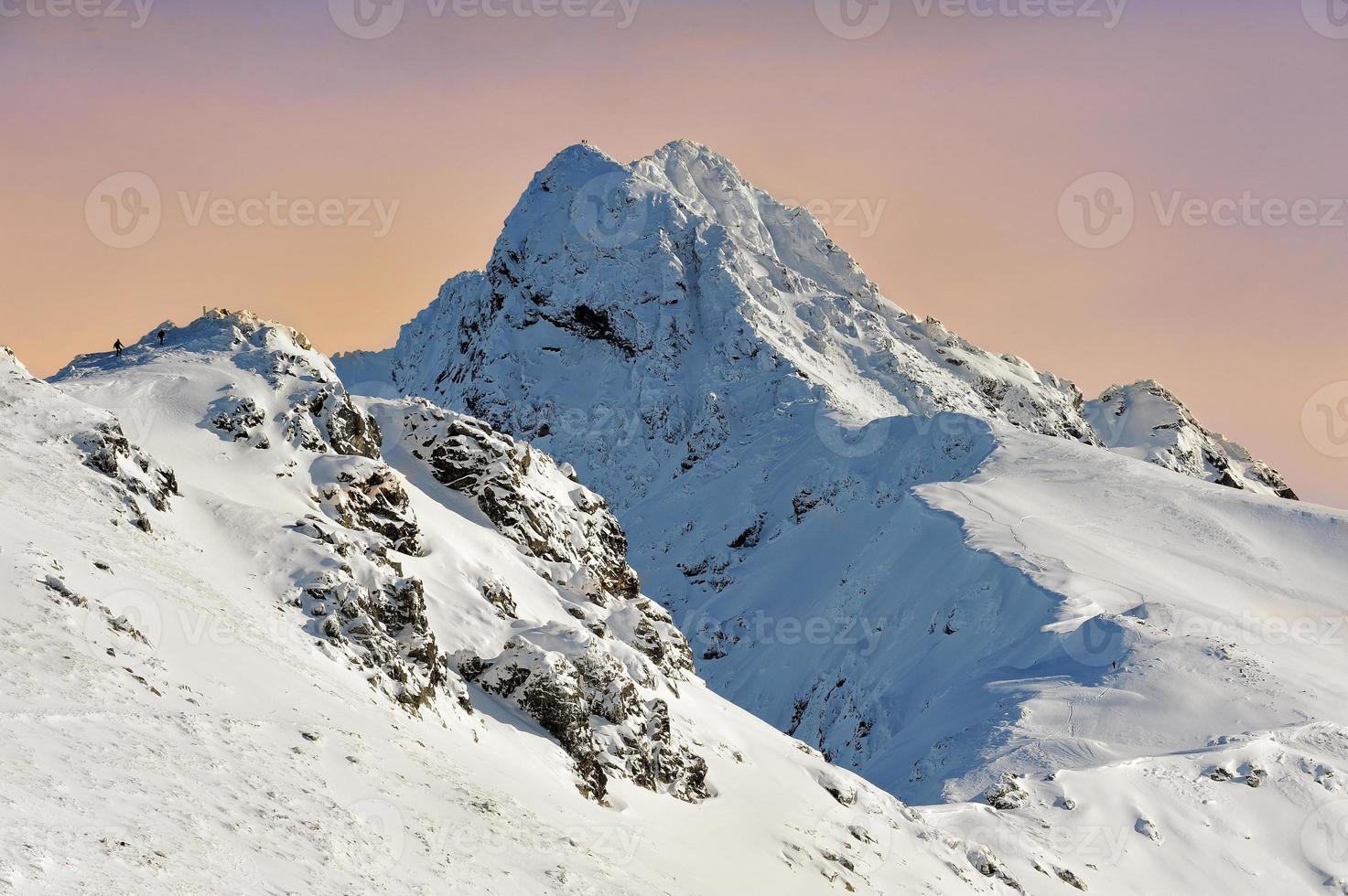 Berge mit Schnee im Winter, foto