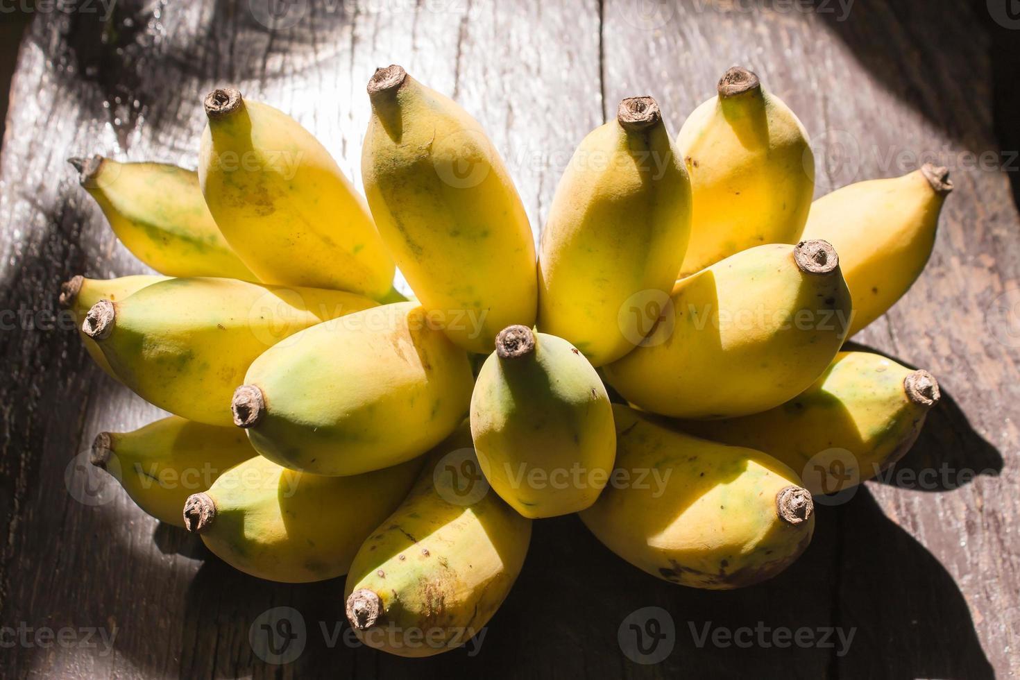 Banane auf Holz foto