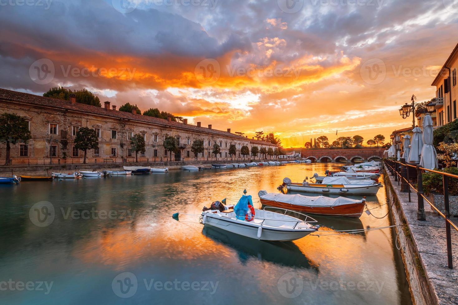 Klimahafen in Peschiera del Garda am Gardasee foto