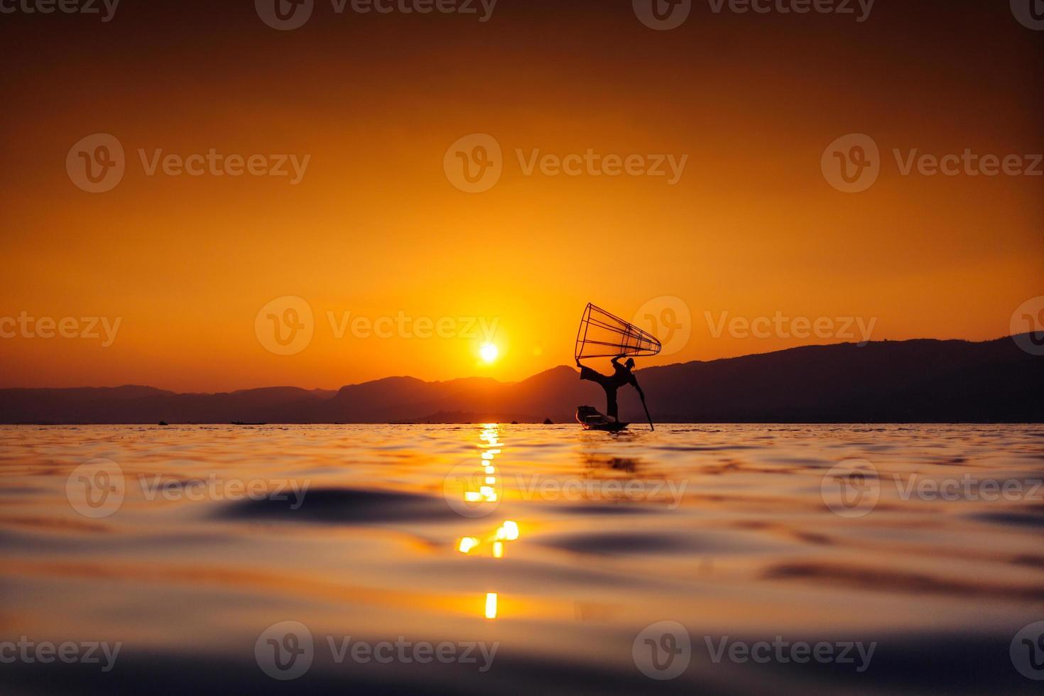 Bein Ruderer Fischer von Myanmar foto