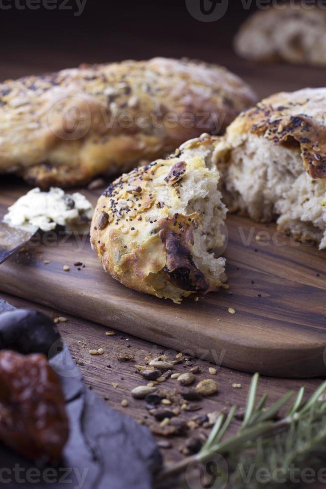 Schmerz aux Graines, Noix, Fromage, Olive et Tomate Séchée foto
