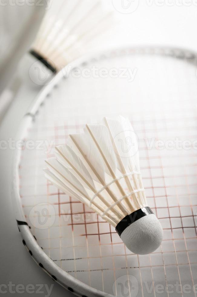 Federball auf Badmintonschläger Nahaufnahme foto