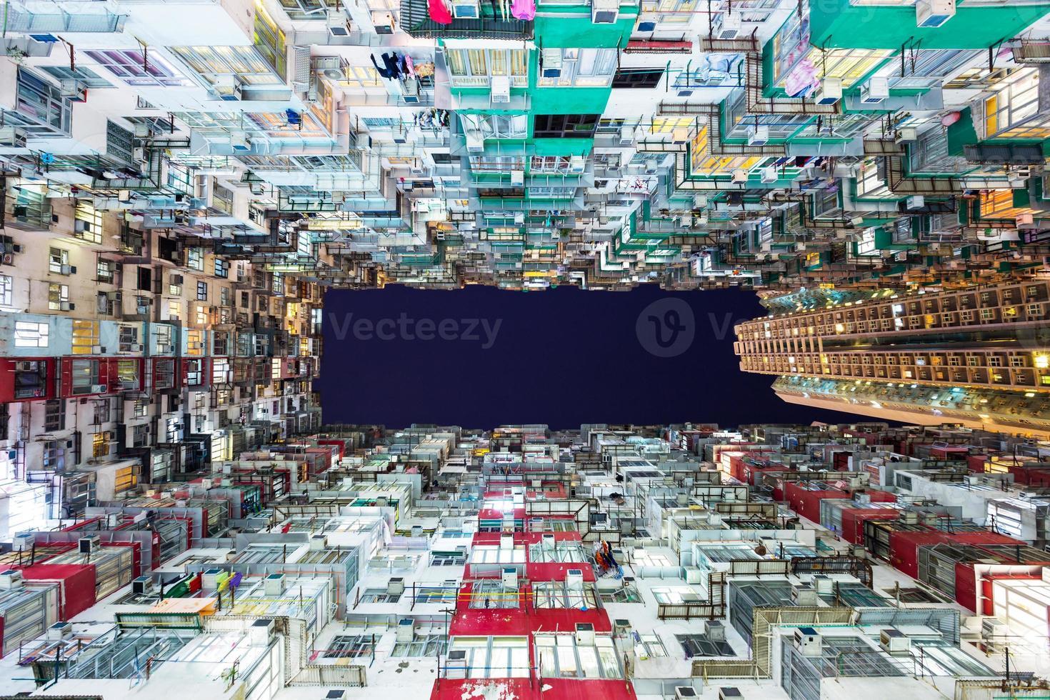 überfülltes Wohngebäude in Hongkong foto