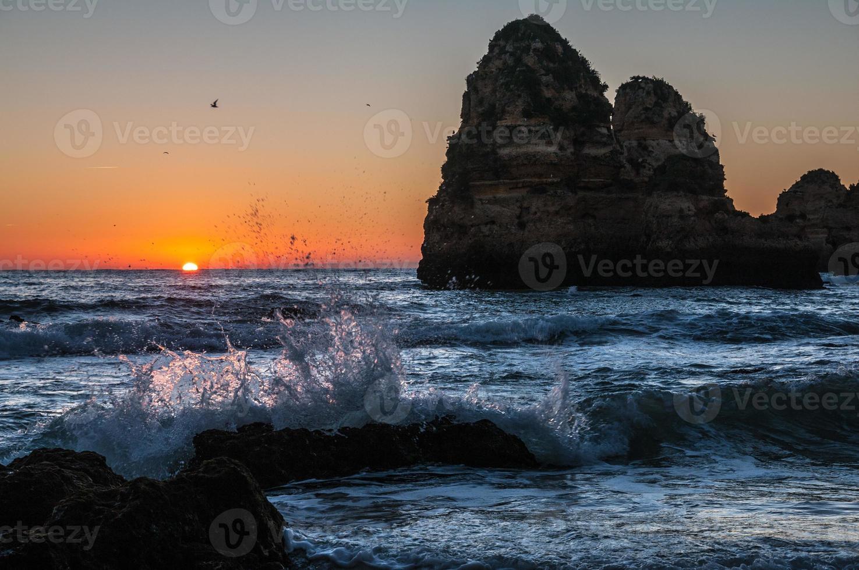 Sonnenaufgang am Strand foto