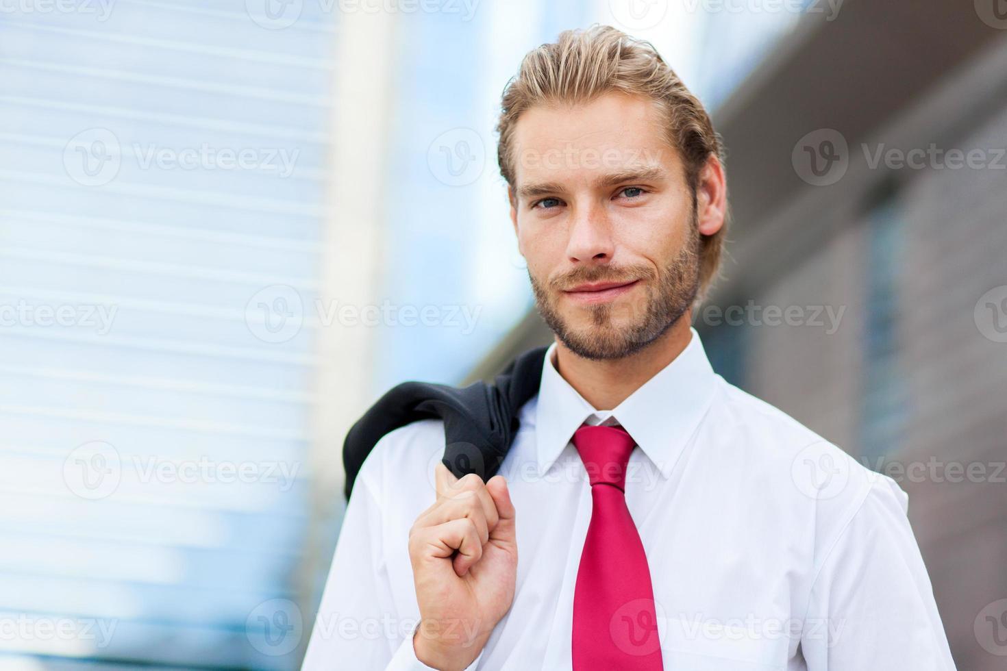 nordischer gutaussehender Geschäftsmann foto